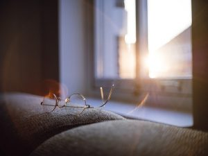 משקפיים או עדשות מגע?