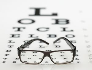 מה הסיכונים הכרוכים בהסרת משקפיים בלייזר